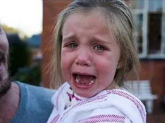 3岁女儿一天嚎啕大哭的40多个理由崩溃中