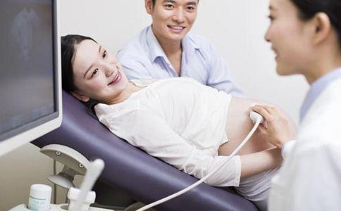 胎儿脐带绕颈时,除了产检能察觉,这点很多