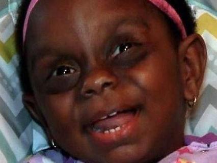 把2岁女儿照片分享到网上,成了她一生的噩