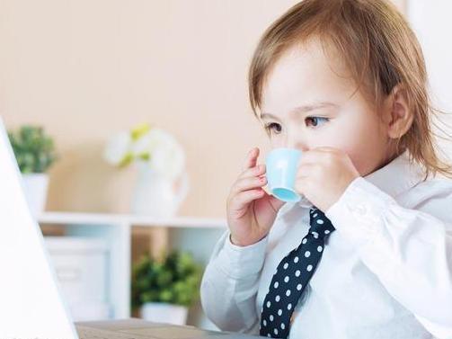 你知道怎样给宝宝正确喝水吗?大部分妈妈都