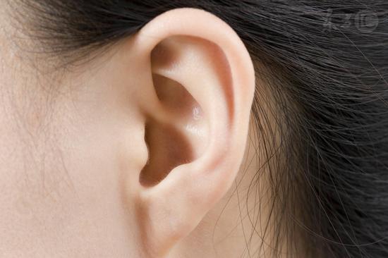 警惕!这样掏耳朵危害大,掏得越久,聋得越快!